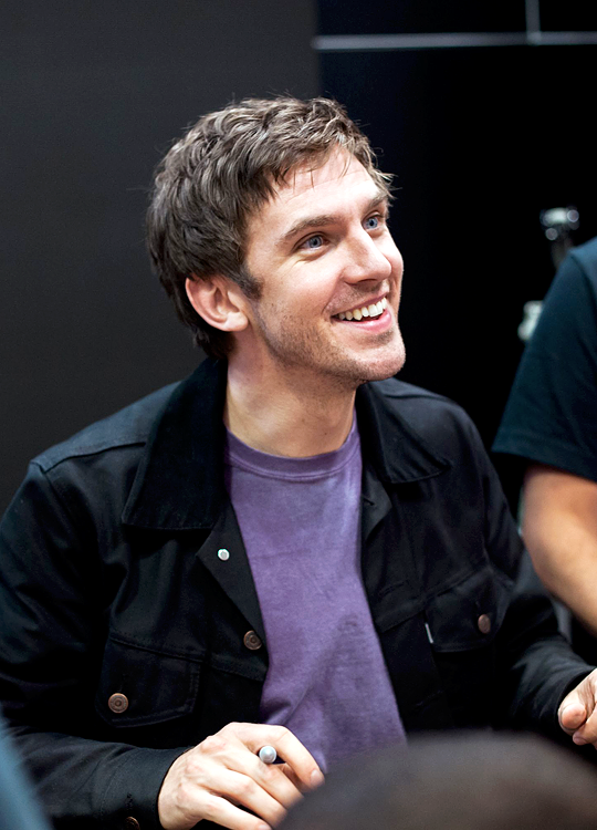Dan Stevens attends the Legion Autograph Session during 2016 New York Comic Con at the Jacob Javitz Center on October 9, 2016 in New York City.