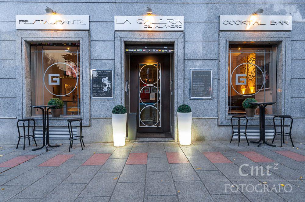 Me gusta mucho como quedaron finalmente los colores y la iluminación de la fachada del restaurante La galería de Almagro. Foto hecha una vez pasado el atardecer. #cmtzfotografo #interiores #restaurantes