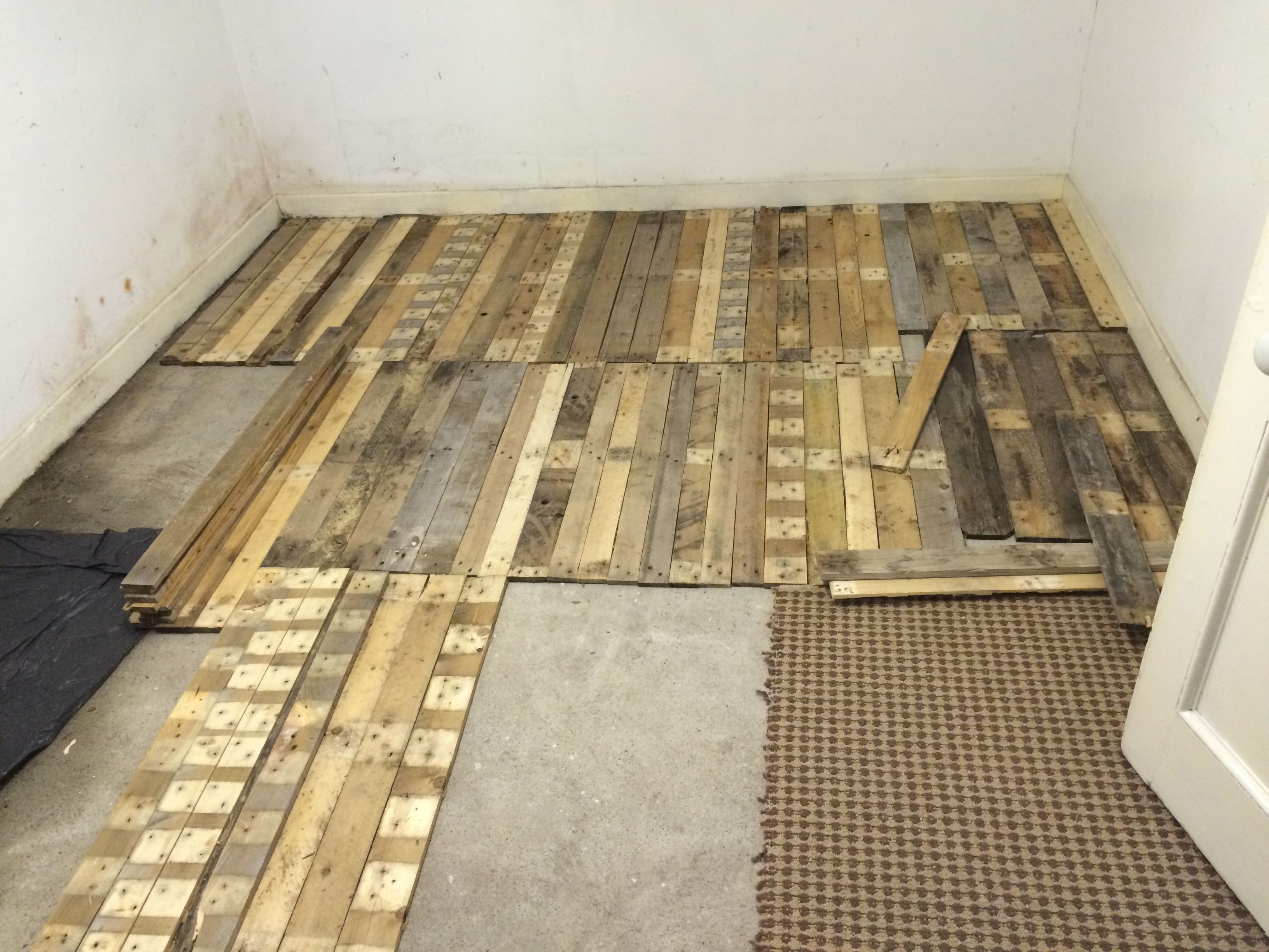 Removable Pallet Kitchen Floor 1001 Pallets Pallet Floors Flooring Pallet Kitchen