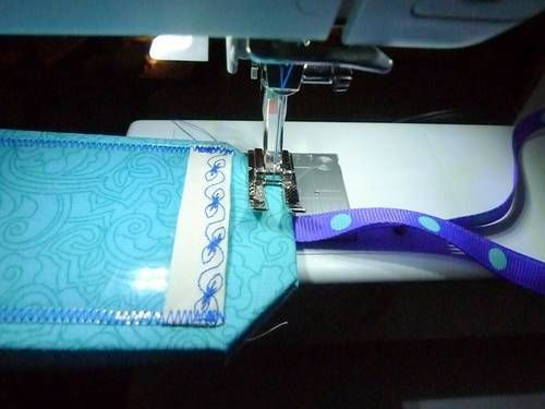 Luggage tags using the BERNINA 350PE - MASTER CRAFTSTERS | Sewing ... : quilting luggage tags - Adamdwight.com