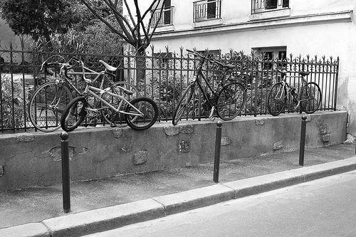 Parking à vélos, rue de Bièvre, Paris