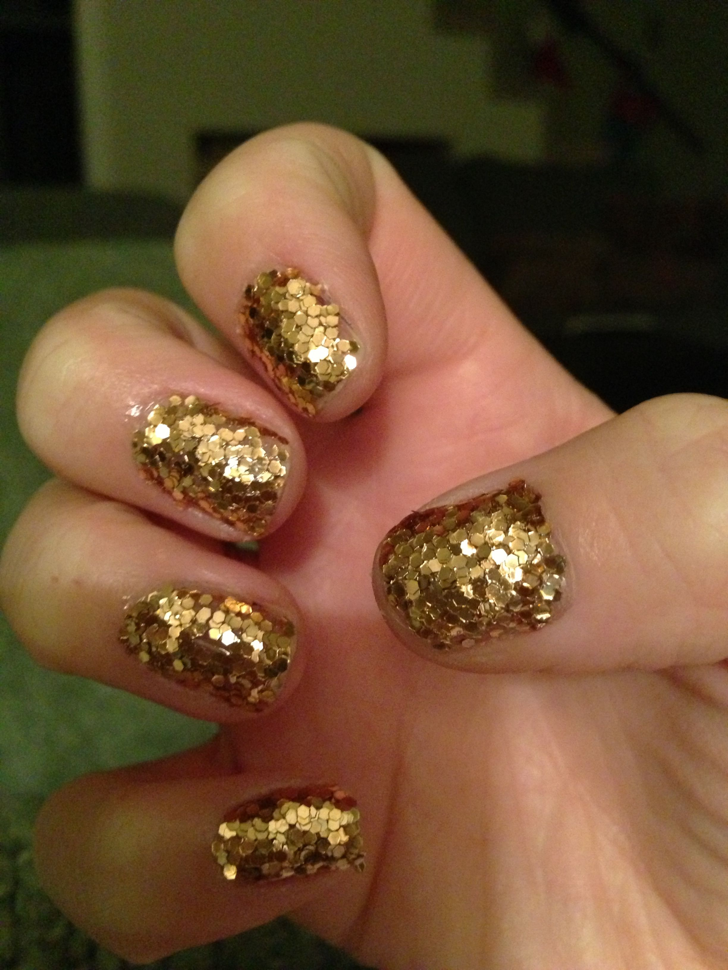 Do it yourself glitter nails do one coat of clear top coat and do it yourself glitter nails do one coat of clear top coat and immediately sprinkle each nail with glitter while top coat is still wet solutioingenieria Images