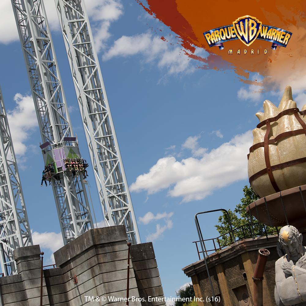 Edward Nigma construye esta vertiginosa torre para vengarse de Batman ¡una prueba en la que los visitantes soltarán mucha adrenalina! #LaVenganzadelEnigma
