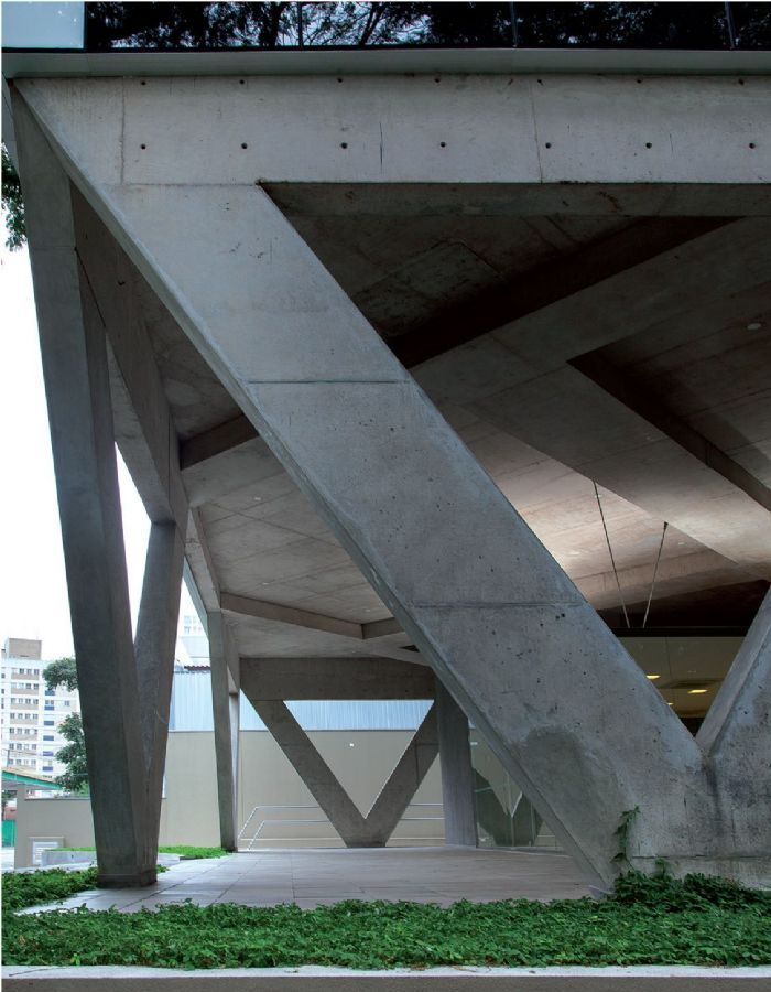 Ousadia estrutural marca edifício comercial assinado por Carlos Bratke em São Paulo, com 1,8 mil m² de laje livre por andar :: aU - Arquitetura e Urbanismo