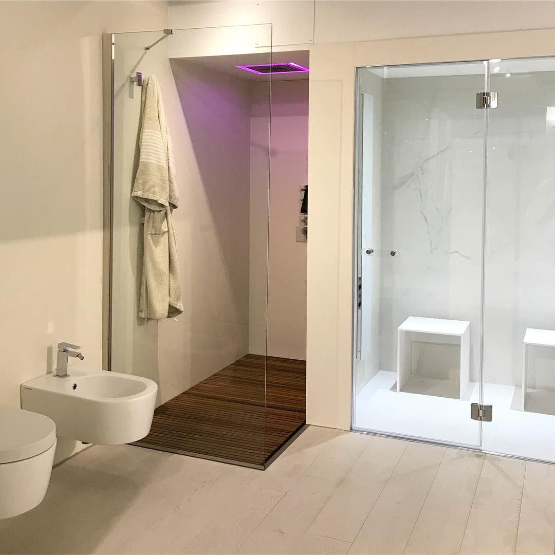 Mobilier De Salle De Bain Design Douche Italienne Sol En Bois Paroi Vitree Toilette Wc Bidet Coin Sp Decoration Interieur Design Salle De Bain Design Spa Sauna