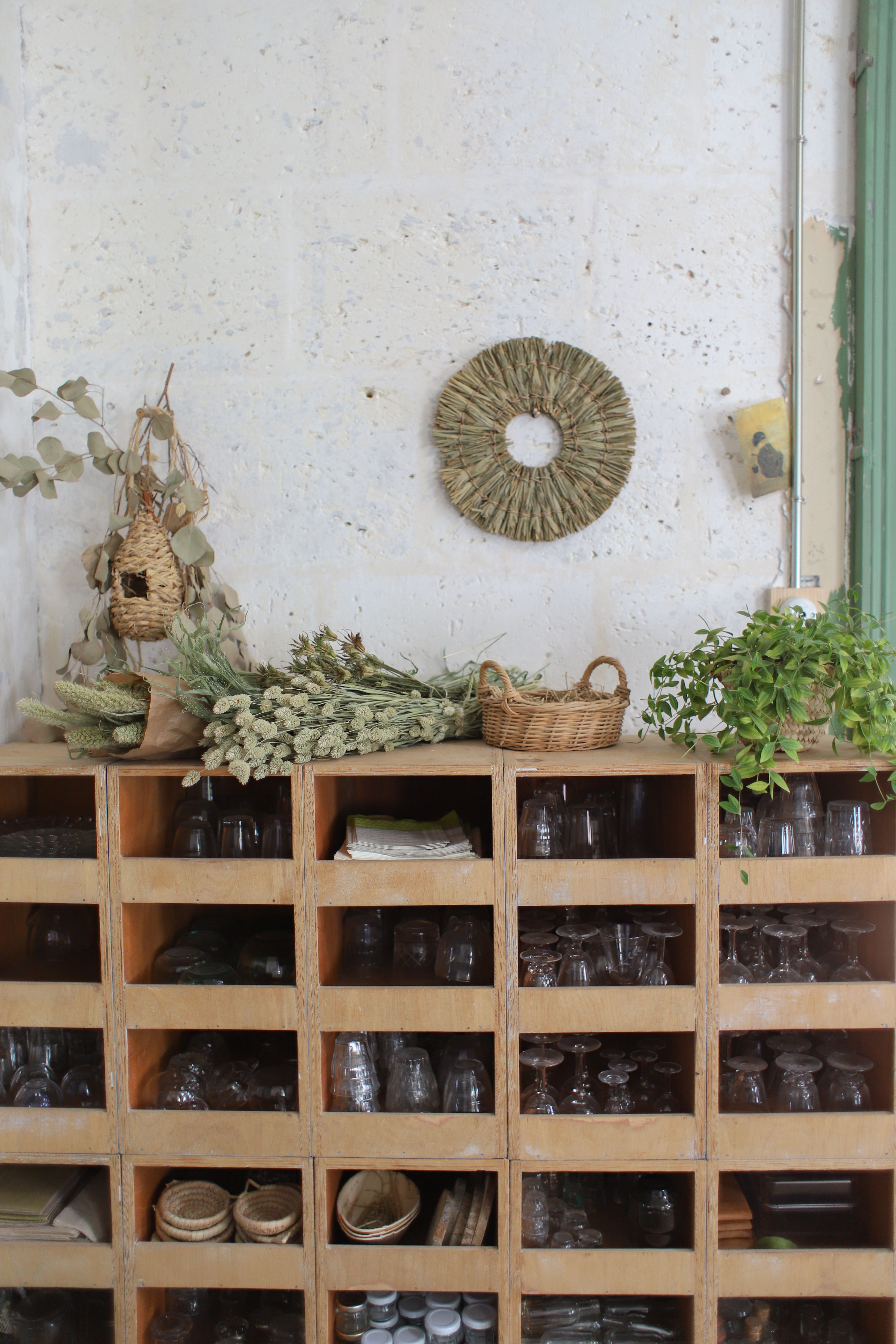 Bienvenue Au Chateau De Dirac En 2020 Meuble De Metier Vaisselle Ancienne Les Petites Emplettes