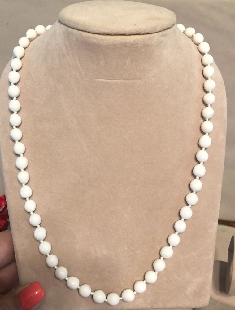 99 AUCTIONS Vintage Trifari 24 White Beaded Necklace Knotted Bead