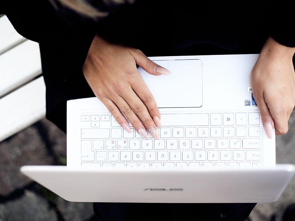 Elle.fi Natalia Oona - ASUS ZenBook UX305
