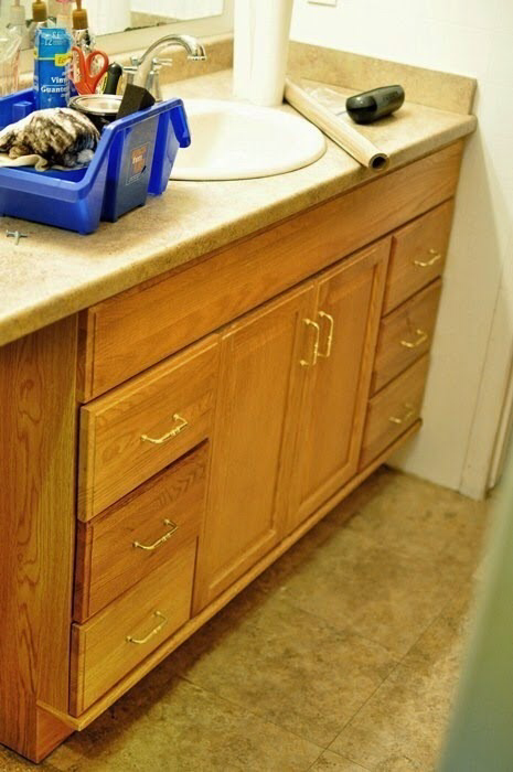 Staining Oak Cabinets an Espresso Color {DIY Tutorial #honeyoakcabinets The best tutorial on how to transform honey oak cabinets to dark espresso cabinets. Easy, detailed steps are included, plus a FAQ. The blogger even answers reader emails if you need help. #honeyoakcabinets