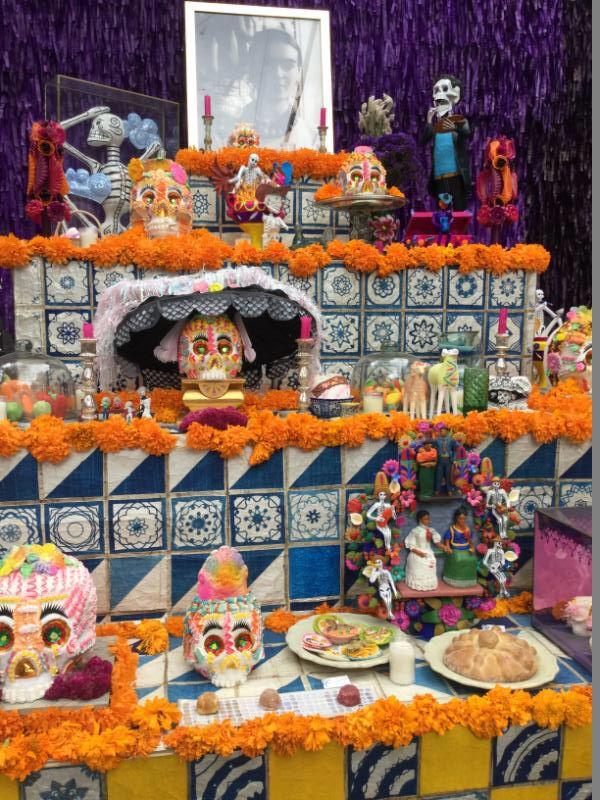 Altar De Muertos Con Imagenes Altares De Muertos Temas Altar