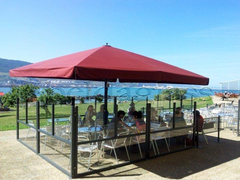 Terraza de bar climatizada con mamparas paravientos y - Toldos terrazas bares ...