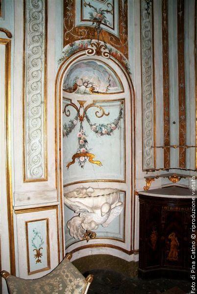 """affreschi ed altri """"gioielli"""" - lavamani. Sala da bagno reale . Caserta."""