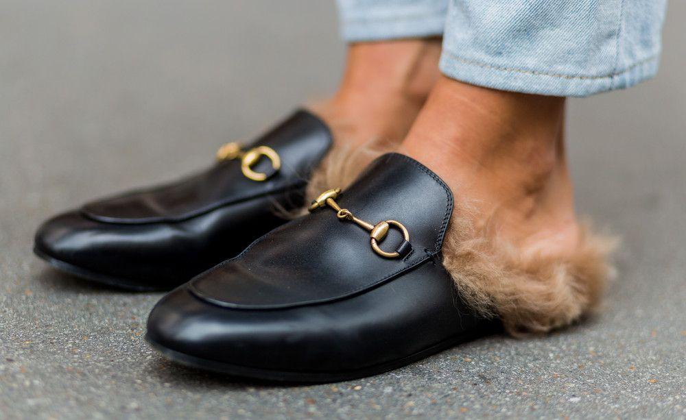 Das Coolste, was du gerade an den Füßen tragen kannst, sind keine Schuhe