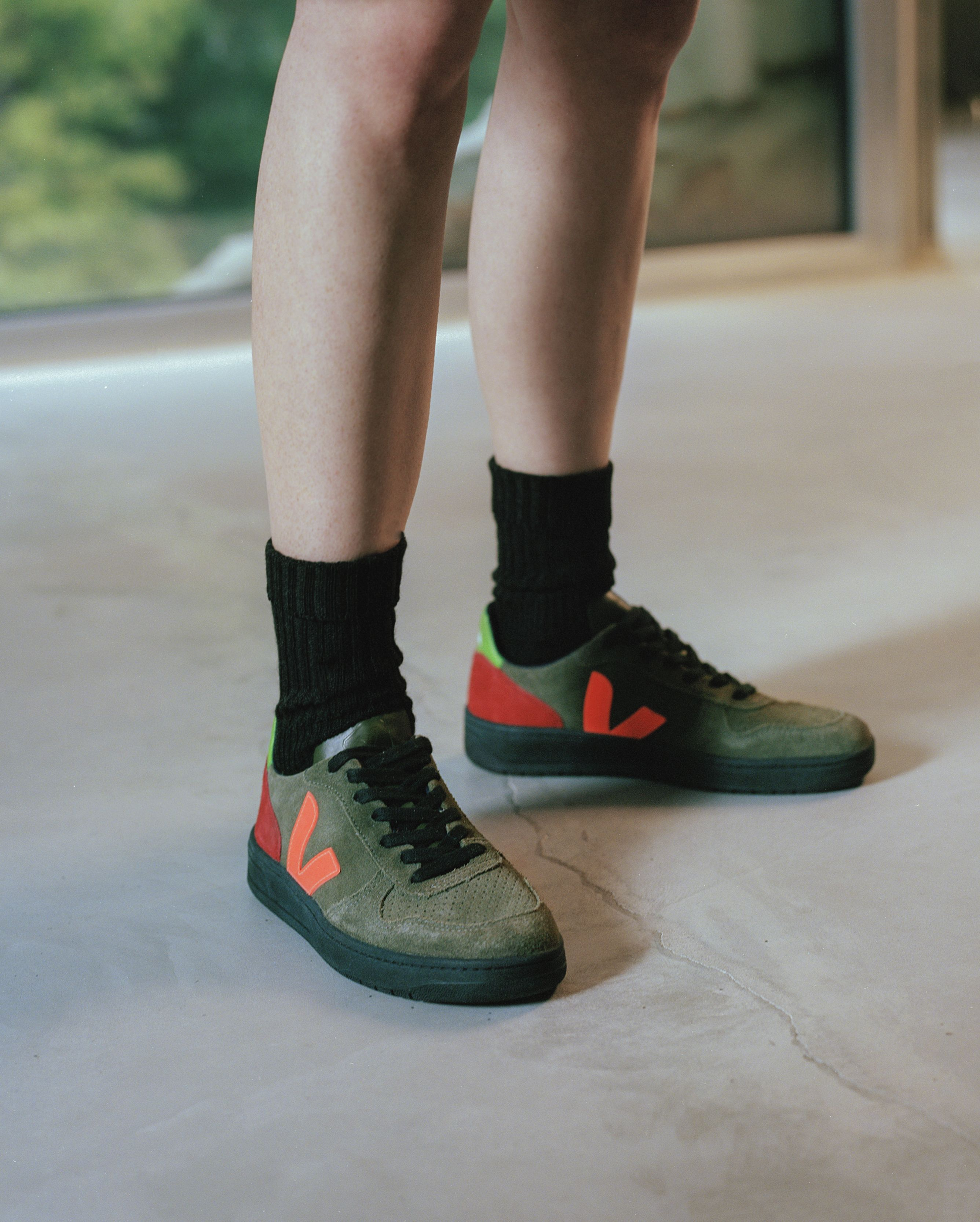 A touch of fluo. Our V-10 Olive Multico