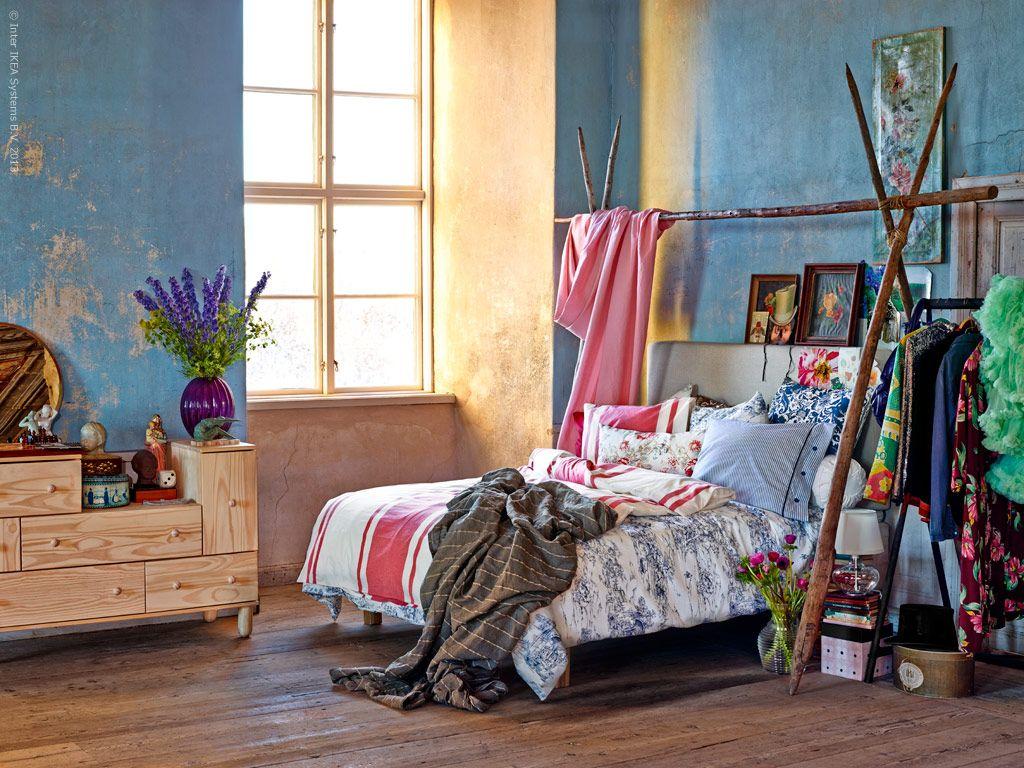 Dröm i färg! IKEA PS 2012 byrå, VåRLIKT vas, BEITSTAD huvudgavel, TURBO klädställning svart