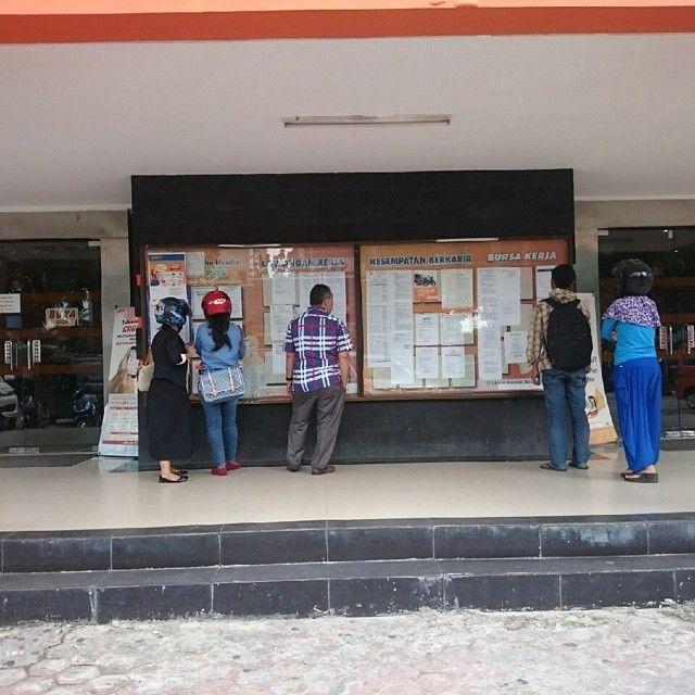 Info Pekanbaru Indonesia On Instagram Selamat Pagi Bagi Encik Dan Puan Yang Sedang Mencari Lowongan Pekerjaan Kantor Pos Pusat P Riau Instagram Pekanbaru