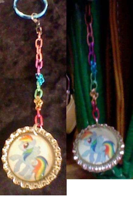 Rainbow Dash keychain with Rainbow chain version one (First edition bottle cap first run)