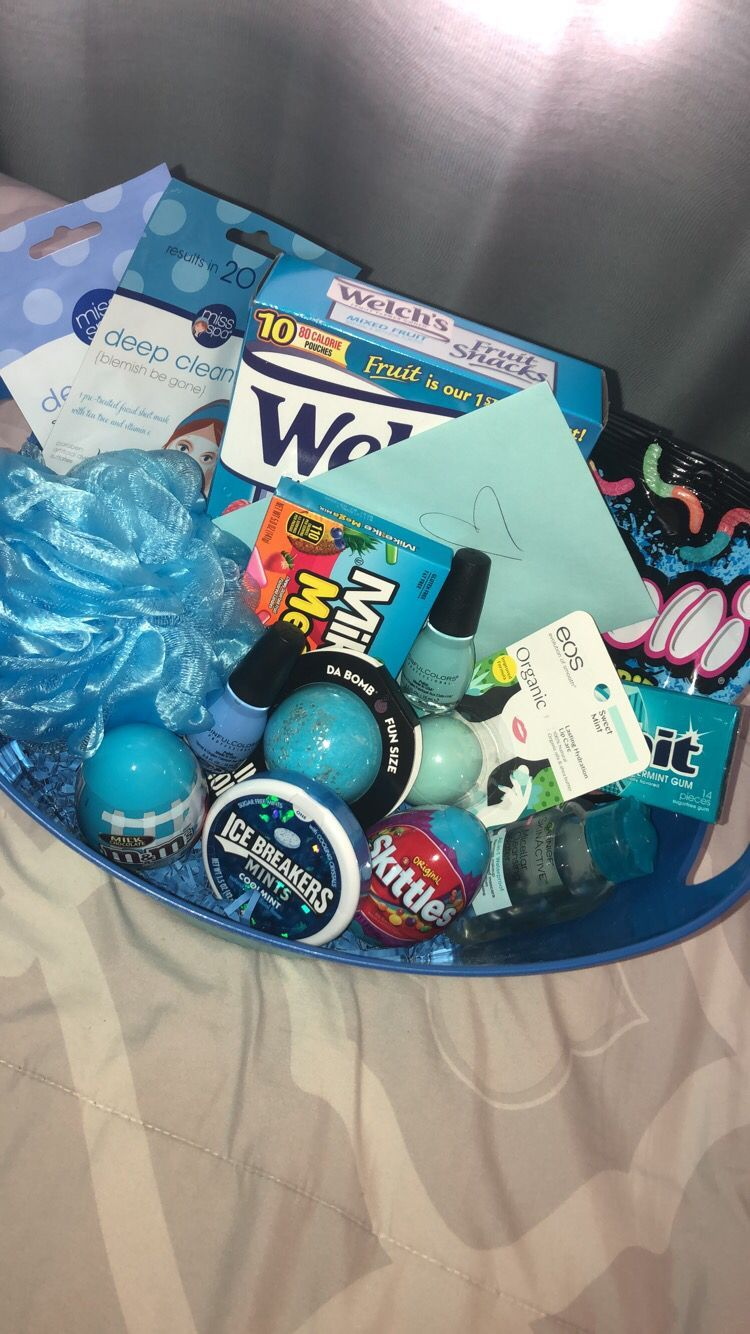 Blue birthday basket  #birthdaybasket #boyfriendgiftbasket