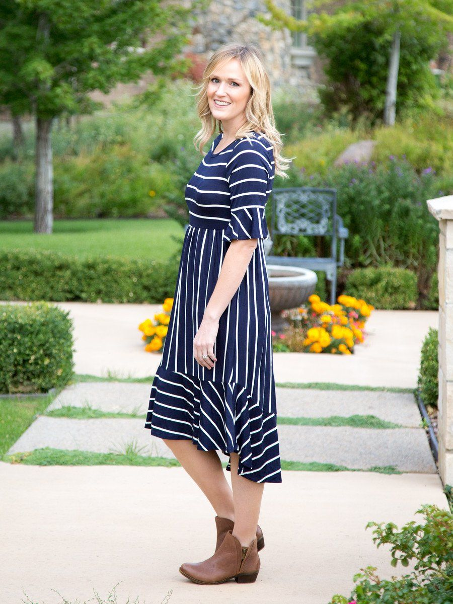 Super Soft Navy And White Striped Knit Dress With Bell Sleeves And Pockets Model Is 5 6 Wearing Size Small Runs True To Siz Dresses Striped Dress Knit Dress [ 1200 x 900 Pixel ]