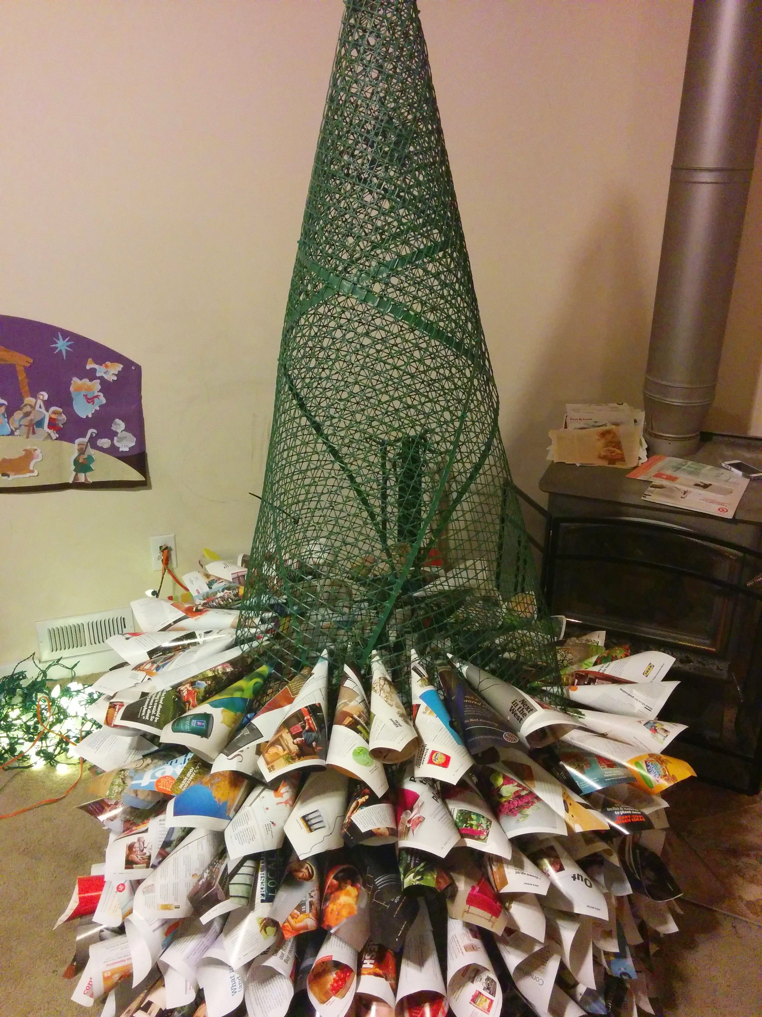 The Work In Progress Of Our Newspaper Magazine And Chicken Wire Homemade Christmas Tree Arvore De Natal Natal