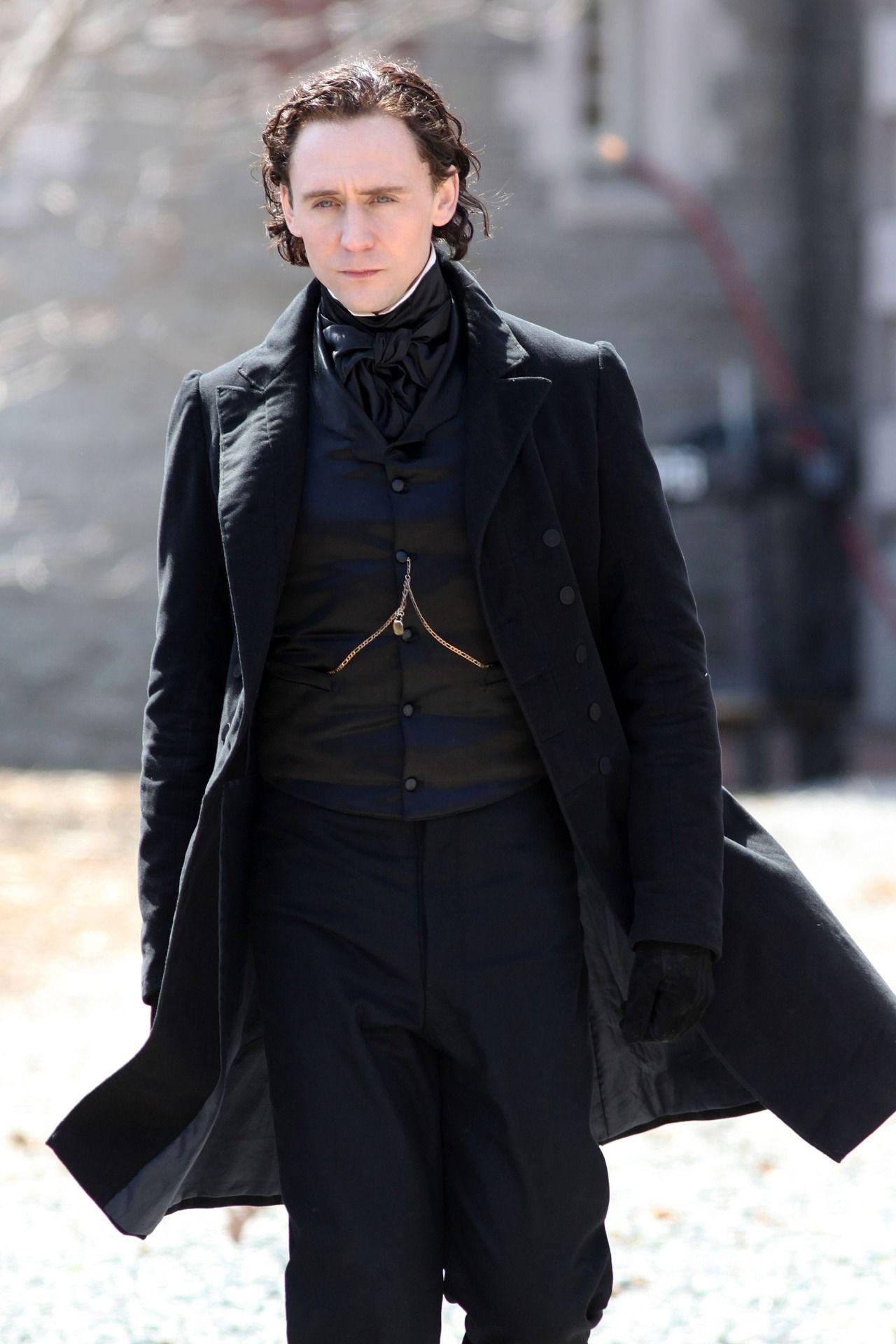 Tom Hiddleston films scenes for the new horror movie 'Crimson Peak' in Toronto on April 17, 2014 [HQ]