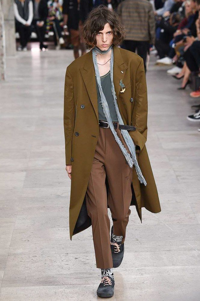 See the complete Lanvin Spring 2017 Menswear collection.