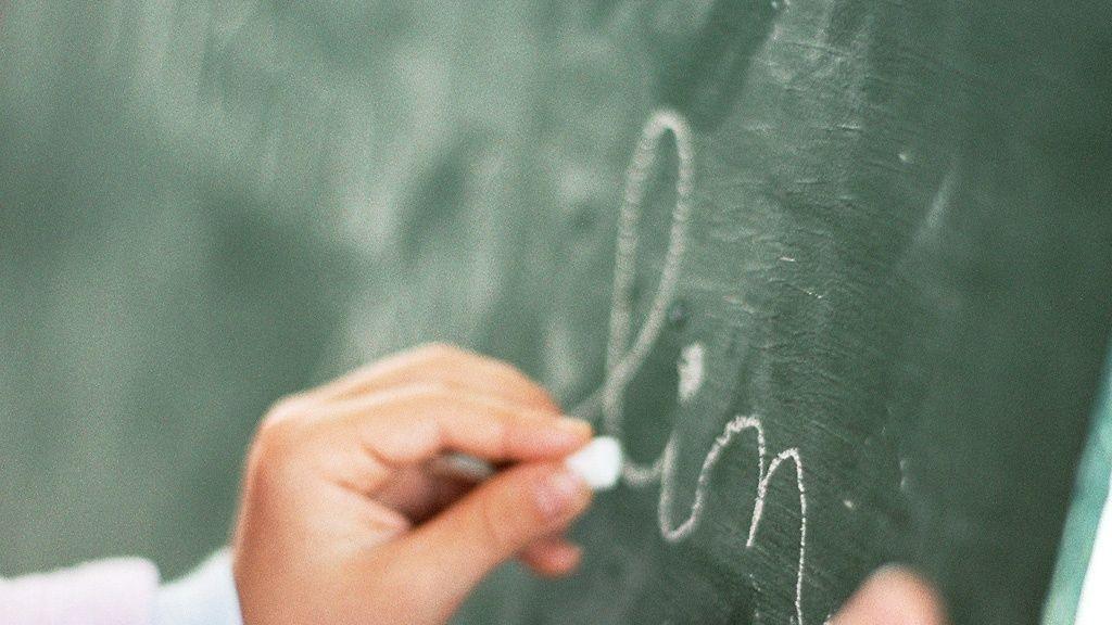 Tutkijat: Käsinkirjoituksen hylkääminen näkyy aivoissa
