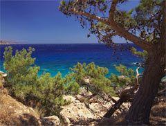 La spiaggia di Devil Bay (chiamata anche Paradise Bay) è un vero e proprio paradiso per tutti i surfer che giungono qui da tutta Europa per godersi il vento (Meltemi)