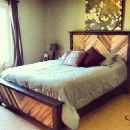Best Chevron Cassidy Queen Bed Do It Yourself Home Projects 640 x 480