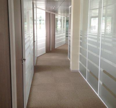 cloison vitr e toute hauteur vitrophanie bureaux cloison vitr e pinterest cloison vitre. Black Bedroom Furniture Sets. Home Design Ideas