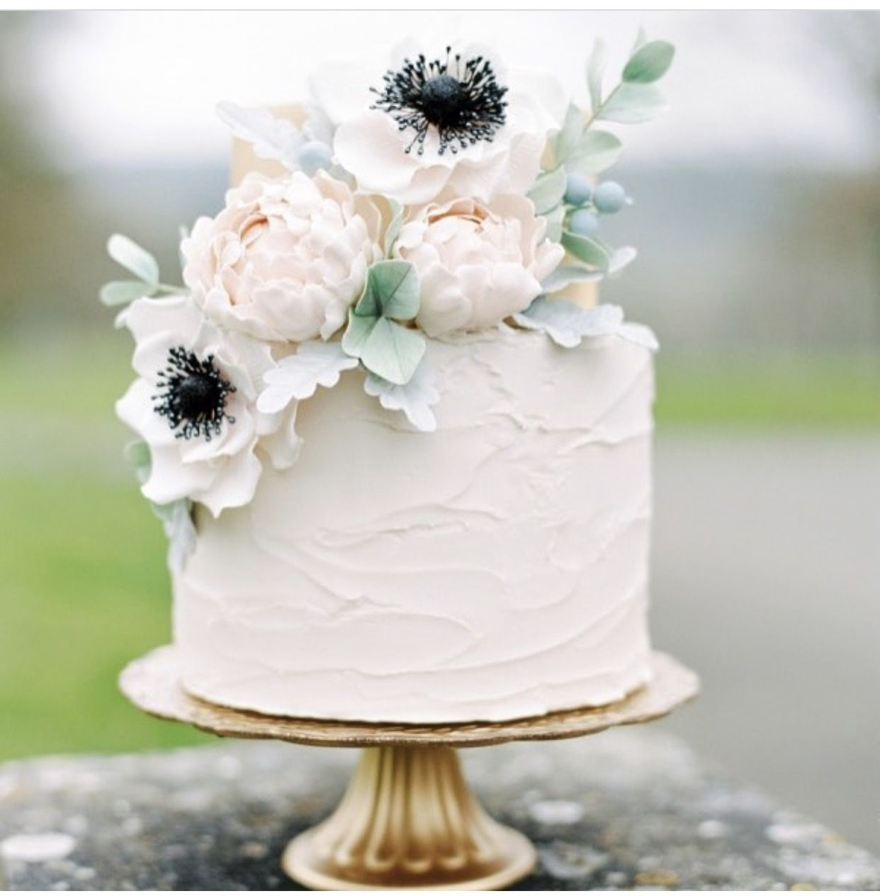 Simple one tier white wedding cake for Simple single