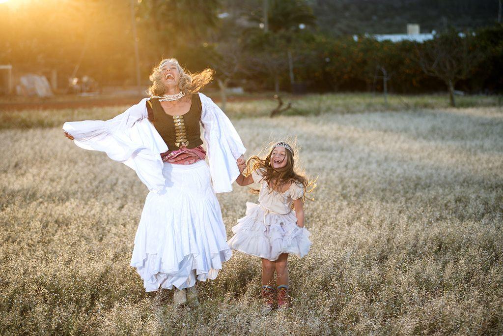 Fantastica Merel y Karuna en Ibiza sunset #Eivissa #worldfamilyibiza #ibizaimages