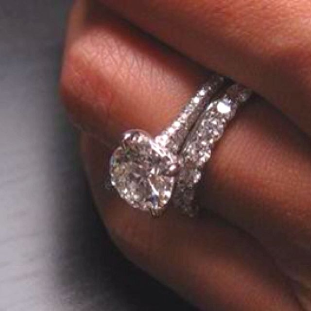 um... The engagement ring is pretty.  Idk if i like the bigger diamonds on the wedding band