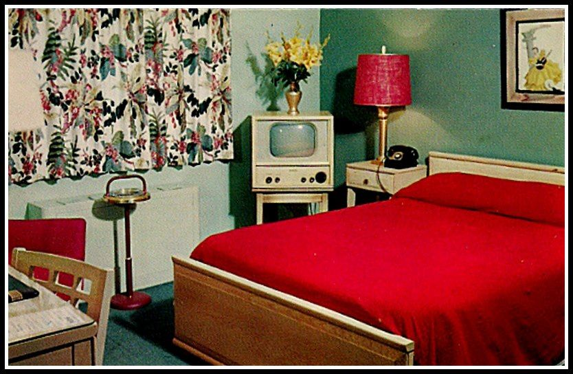 Rockin' vintage motel room! Just awesome! <3 it!