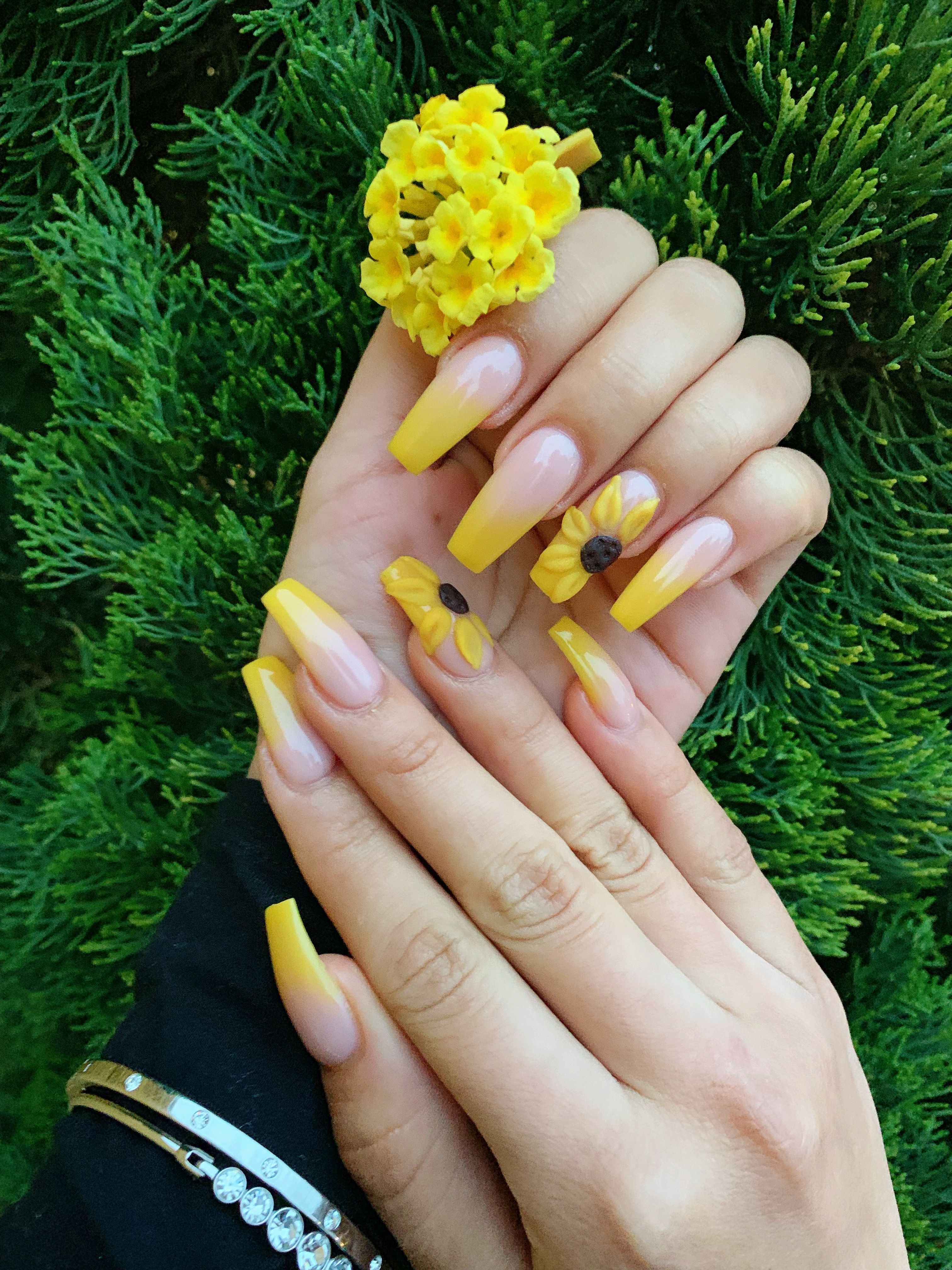 Nails Yellow Ombre Sunflower With Images Sunflower Nails