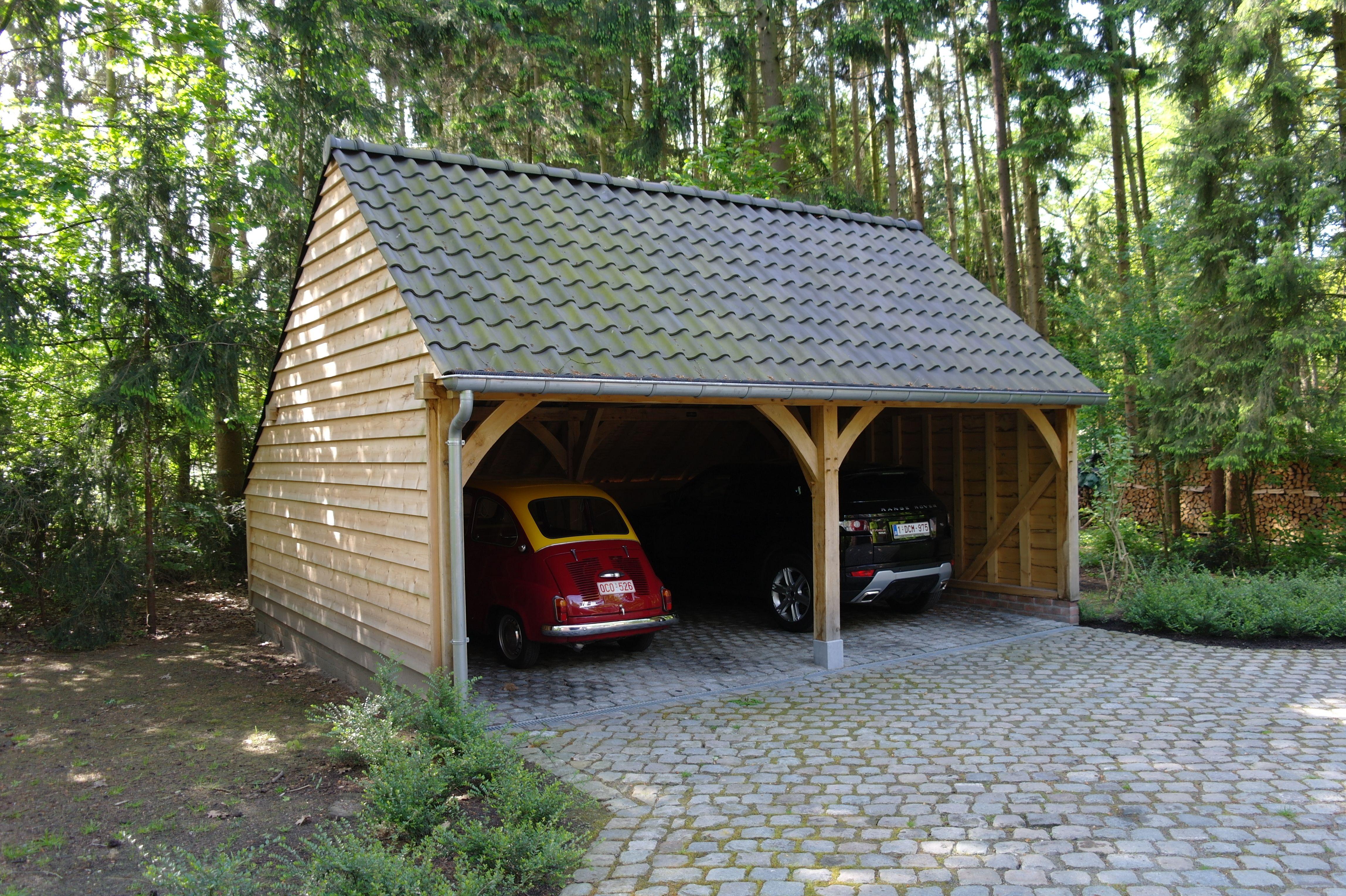 Eiken bijgebouw als dubbele carport met zadeldak