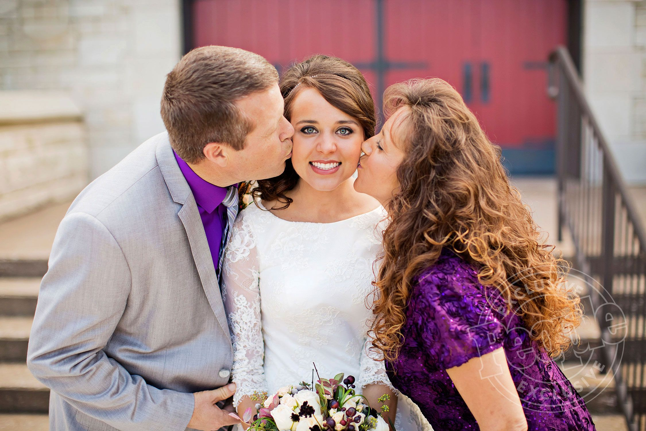 Jill duggar wedding dress  From uNakedu Vanilla Cake to the First Kiss All the Details of