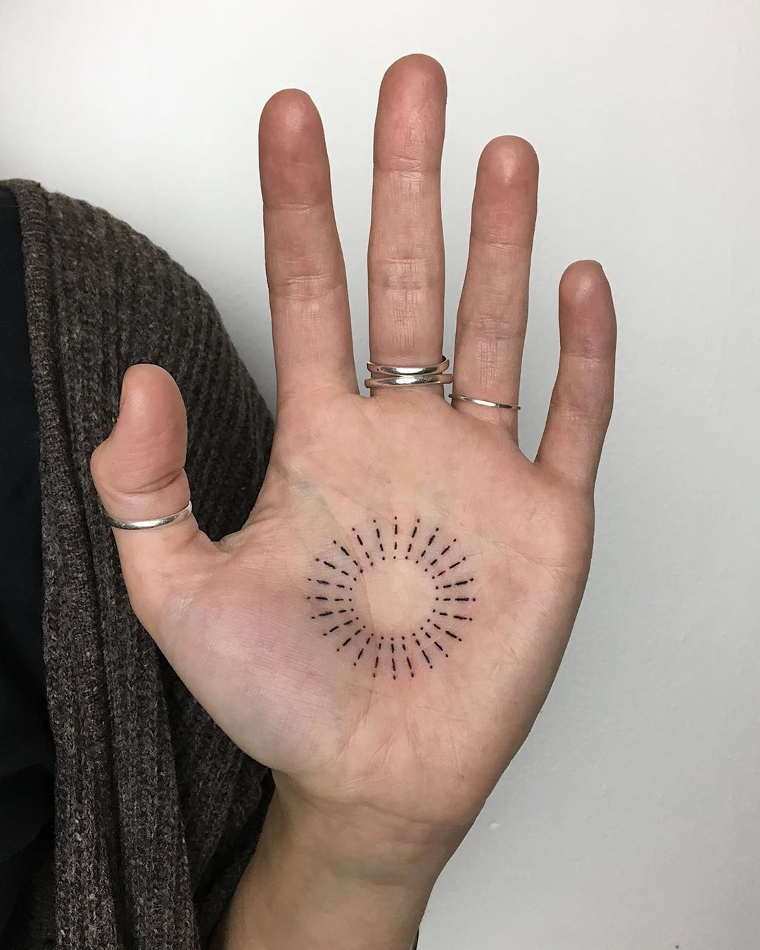 """Handpoked Tattoos on Instagram: """"🌞 del cielo @camileonaire . . #handpoke#stickandpoke#londontattoo#handpoketattoo#tattoo#tttism#handtattoo #palmtattoo"""" #bestetatoeage #tattoomodellen"""