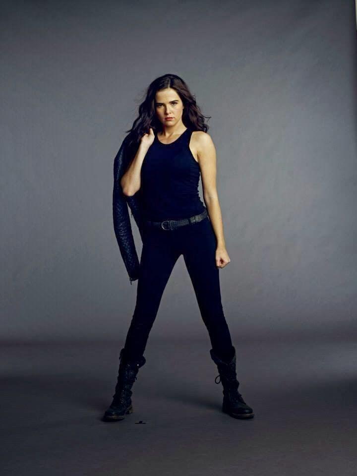Rose Hathaway Promo Photo | Vampire Academy: Blood Sisters ... Zoey Deutch Vampire Academy