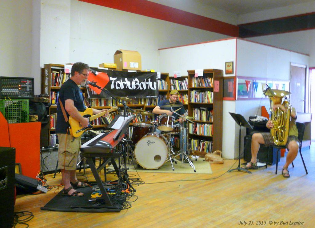 Record Rack's Farewell Gathering: ToHuBoHu performs