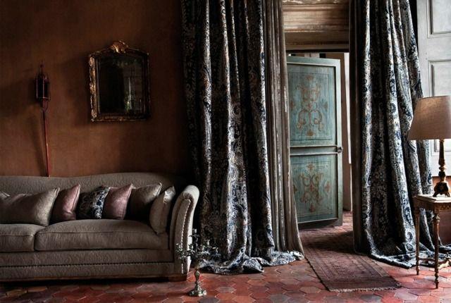 wohnzimmer einrichten klassisch tischlampe teppich vorh nge lang ideen rund ums haus. Black Bedroom Furniture Sets. Home Design Ideas