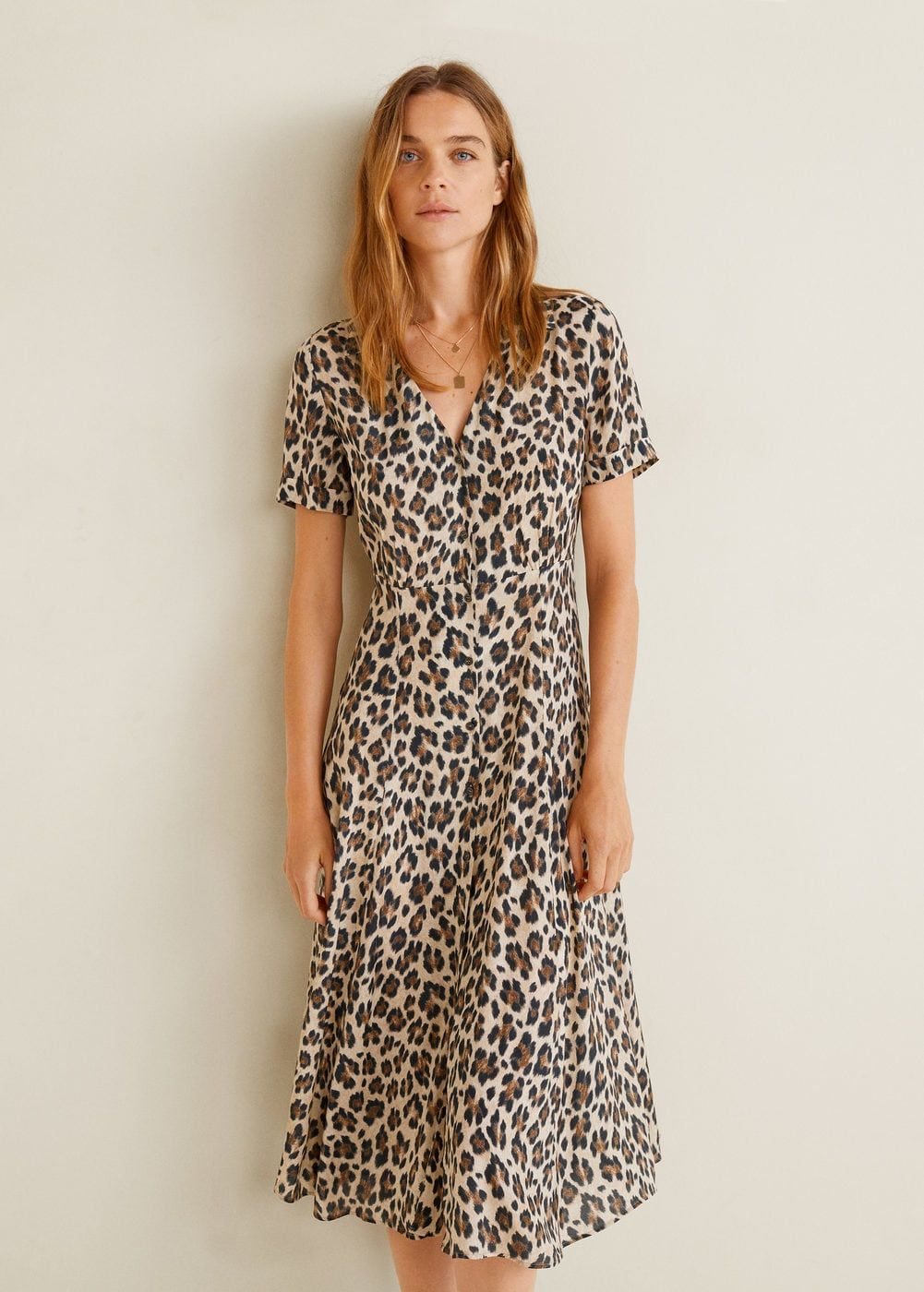 Flowy fabric Flared design Leopard print Shirt-style collar Short sleeve  with turnover Fitted waist Button fastening on the front section 767bafaa7