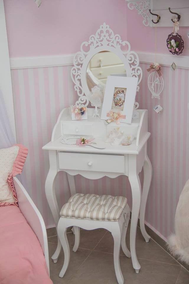977f24804d A Penteadeira Lady Like deixará o quarto muito mais lindo e diferenciado. A  peça é chamativa por seus detalhes recortados a laser