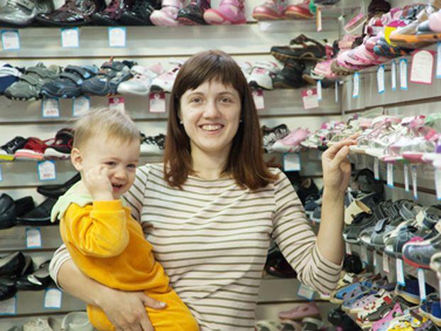 Você sabia que, na hora de escolher o sapato das crianças, é preciso ter muito cuidado com o modelo? Entenda o porque ;)