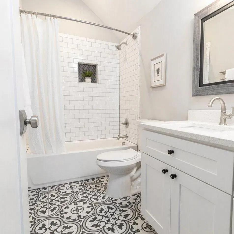 24 Elegant Bathroom Mirror Ideas To Reflect Your Style 1 Bathroommirror Bathroomremodel Bathr Salle De Bain Styles De Salles De Bain Carrelage Salle De Bain
