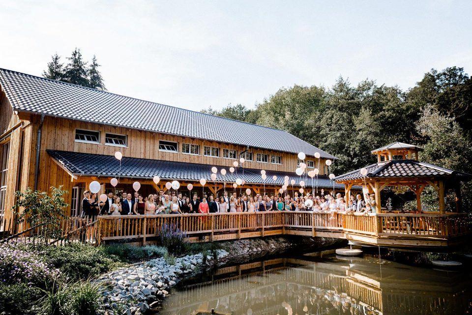 Rossana Paul Scheunenhochzeit Im Seepavillon Holsteins Muhle Fotografie Kathi Chris Hochzeitslocation Scheunen Hochzeit Hochzeit