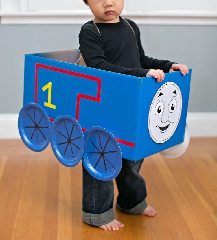 Thomas Lokomotive Diy Kostum Karton Kleinkind Fasching Costume Fasching Carnival Thomas Geburtstag Kinderbasteleien Thomas Und Freunde