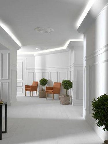 crown molding white room indirektes licht wandverkleidung und lichtlein. Black Bedroom Furniture Sets. Home Design Ideas