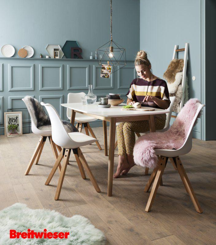 esszimmer schalenstuhl schaffell esstisch modern esszimmer pinterest esstisch modern. Black Bedroom Furniture Sets. Home Design Ideas