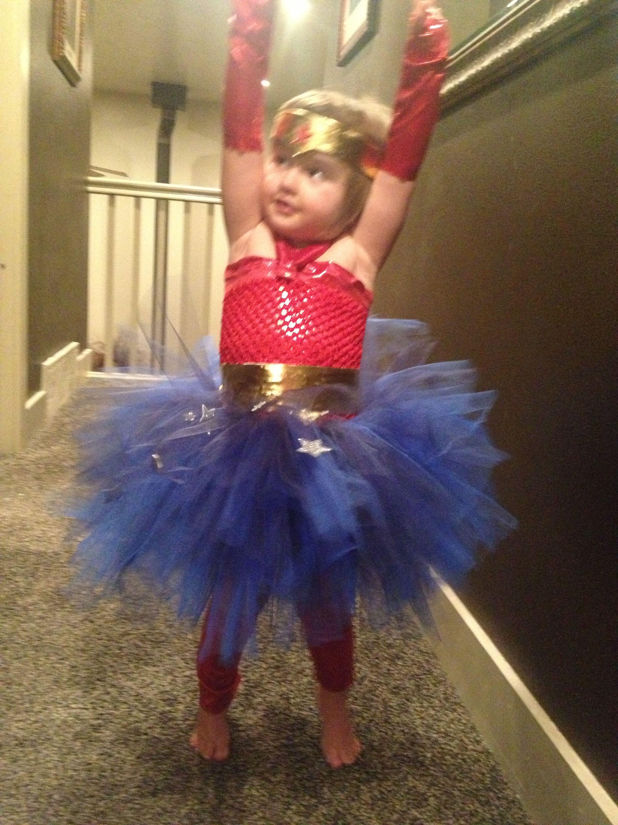 Starting Wonder woman halloween costume, Halloween women